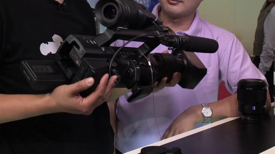 Dan Chung Gets His Hands on the Sony NEX-EA50